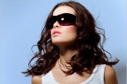 Защита бровей от солнечных лучей с помощью очков