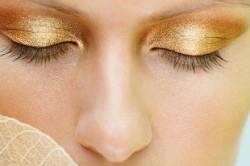 Золотой макияж под бирюзовый наряд