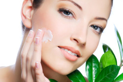 Увлажнение кожи лица кремом