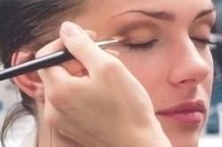 Нанесение естественного макияжа на глаза