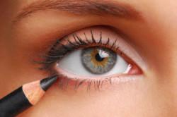 Карандаш для глаз для создания стрелок