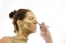 Процесс гримирования под зомби