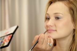 Нанесение нежного макияжа