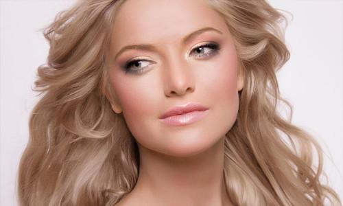 Естественный макияж с прозрачной пудрой