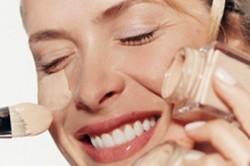 Нанесение тонального крема на лицо