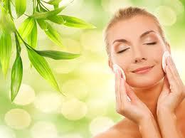 Подготовка лица к макияжу  с помощью очищающих и успокаивающих средств для лица