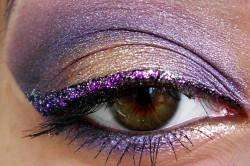 Шикарный праздничный макияж глаз в ярко-фиолетовых тонах