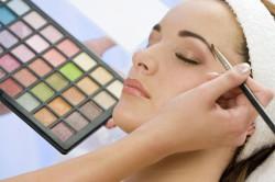 Как правильно подводить брови
