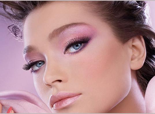 Нежный макияж в розовых тонах