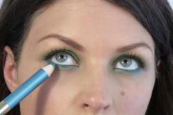 Выделение контура глаз карандашом
