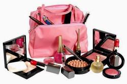 Разнообразие декоративной косметики для макияжа