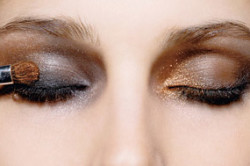 Нанесение теней, подходящих к вечернему макияжу