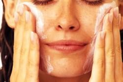Очищение кожи с помощью тоника