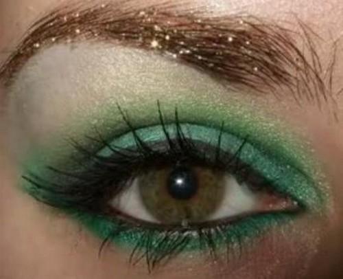 Насыщенный темно-зеленый цвет теней