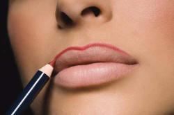 Макияж губ карандашом
