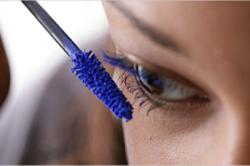 Темно-синяя тушь для повседневного макияжа