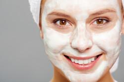 Кефирная маска для осветления кожи лица