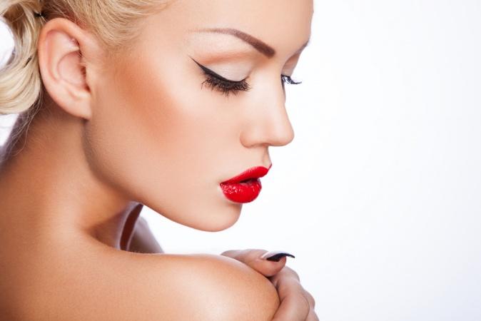 Красивый  макияж с красной помадой