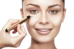 Выравнивание тона лица при естественном макияже