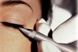 Выполнение татуажа глаз