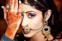 Украшения на лице в индийском стиле
