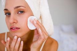 Нанесение крем пудры на жирную кожу лица