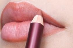 Использование карандаша для губ