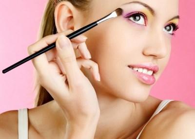 Нанесение макияжа для нависшего века