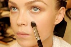 Нанесение основы под макияж