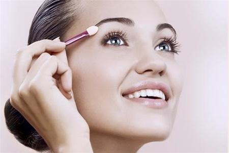 Подготовка лица к нанесению макияжа
