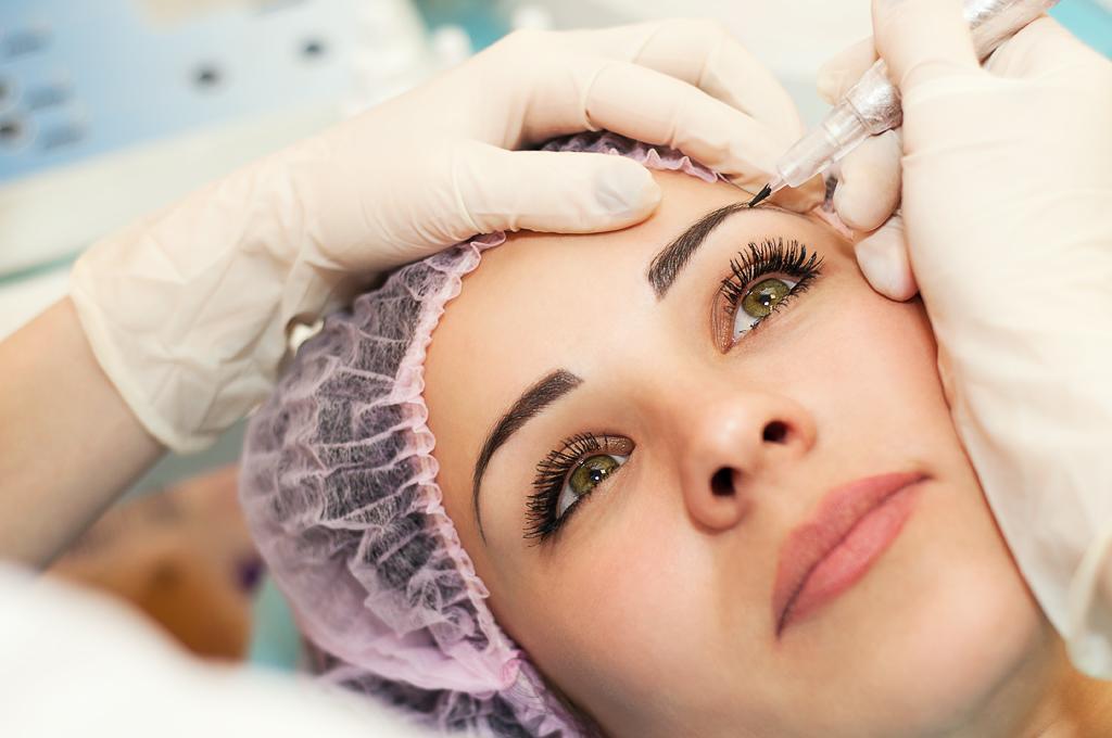 Проведение процедуры татуажа бровей при беременности