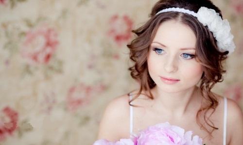 Романтический макияж для обладательницы круглого лица