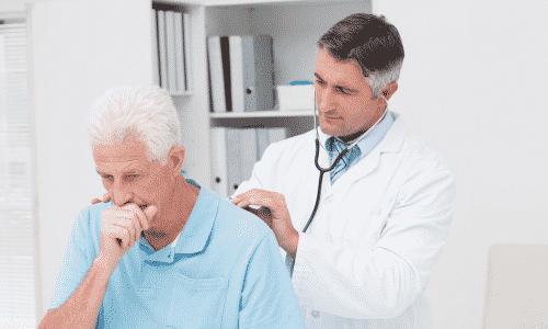 При учащенной микции иногда врач просит пациента покашлять, чтобы определить энурез