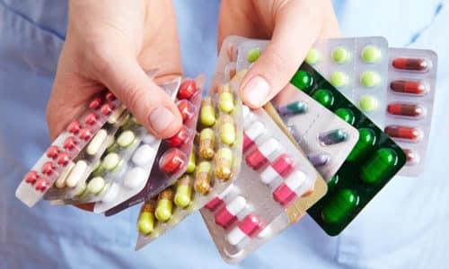 Лечение можно проводить двумя группами медикаментов - антибактериальными и противогрибковыми