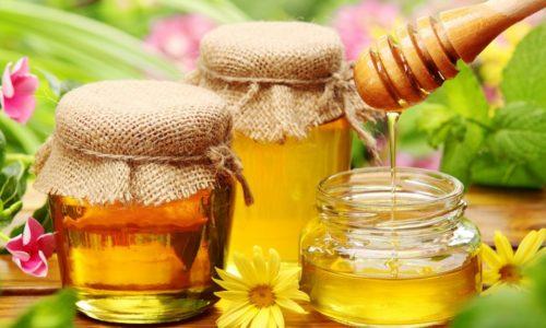 Употребление небольшого количества меда послужит отличной заменой запрещенным сладостям